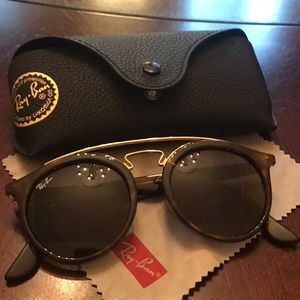 Ray Ban sunglasses (with lens cloth and case)